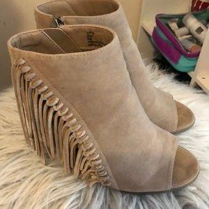 Tan Open Toe Heeled Fringe Booties Size 8.5